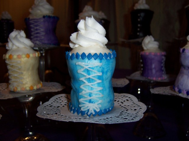 Back lacing of a turquoise corset cupcake
