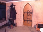 New WORKING archway door, while the witch watches...