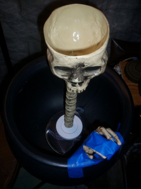 Skull fountain assembled, but the mesh & PVC support isn't sturdy enough to support the head even not yet filled with liquid