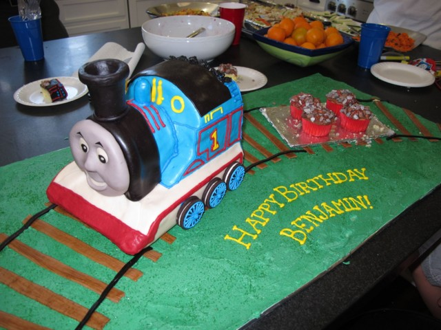 20 pieces of flatbed car cake plus 8 cupcakes and the party was served...still 4 cupcakes and the whole Thomas cake were left!
