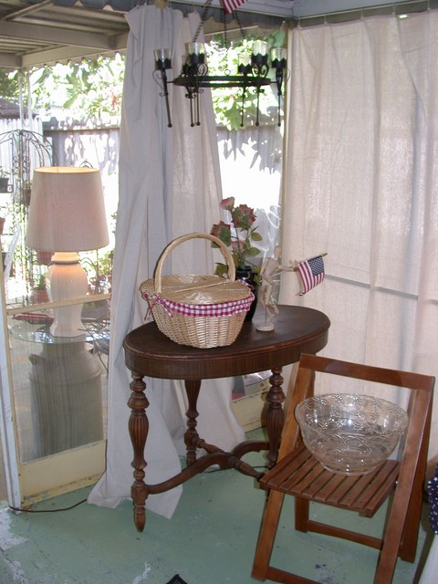More screened patio...the bun basket